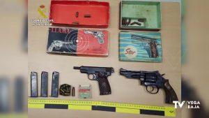 La Guardia Civil detiene a dos mujeres en Almoradí con varias armas de fuego