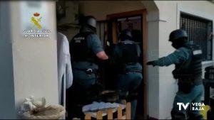 Una pareja de Torrevieja, detenida por robar en casas haciéndose pasar por obreros