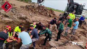 Un operario cae a la zanja de una obra cuya peligrosidad fue denunciada por los vecinos hace meses
