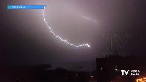 Noche de tormenta con poca lluvia pero muchos rayos