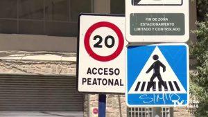 Cambian los límites de velocidad: hay que circular a 30km/h en vías urbanas de un único carril