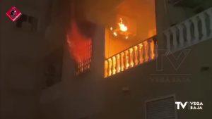 Varios policías y guardias civiles, atendidos por inhalación de humo tras un incendio en Torrevieja