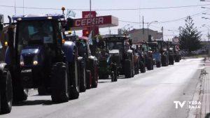 500 tractores se movilizan en Orihuela en contra de los recortes del trasvase