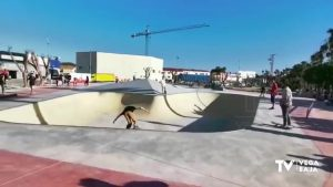 Los benejucenses ya disfrutan del esperado skatepark
