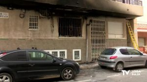 Dos personas mayores, atendidas por inhalación de humo en un incendio de Torrevieja
