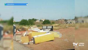 Orihuela registra más de 500 incidencias por vertido incontrolado de residuos en las calles