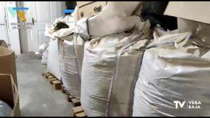 """Una máquina instalada en una nave industrial de Bigastro convertía marihuana en """"polvo de hachís"""""""