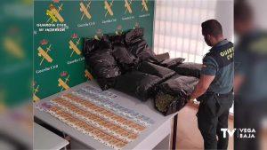 La Guardia Civil detiene en Torrevieja a un conductor con 23 kilos de cogollos de marihuana
