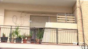 Vecinos de Almoradí lamentan que balcones y terrazas de edificios céntricos sean trasteros