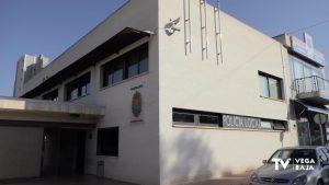 Dos policías de Guardamar salvan la vida de una mujer que casi muere atragantada
