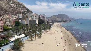 La Policía Nacional disuelve un macrobotellón con más de 100 jóvenes en la playa del Postiguet