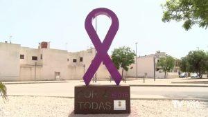 Dolores estrena una escultura para reivindicar la igualdad y la lucha contra la violencia de género