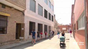 Los veinteañeros de la Vega Baja pasan por los centros de vacunación masiva