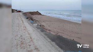 La maquinaria ya está en la playa Vivers para evitar desprendimientos en la duna