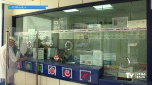Cada año los veraneantes compran más lotería de Navidad en Torrevieja