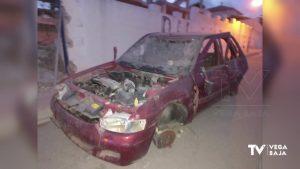 Los coches abandonados ocupan las calles de San Miguel de Salinas