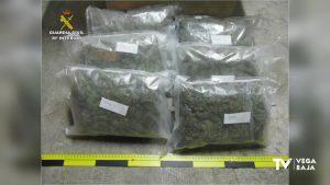 Detenido un británico de 42 años en Guardamar por llevar más de tres kilos de marihuana en el coche