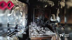 El fuego arrasa una vivienda de Granja de Rocamora