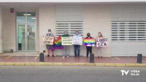 LGTBI Torrevieja se concentra para apoyar a la víctima de una presunta agresión homófoba