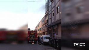 Tres intoxicados por humo en un incendio originado en el colchón de una vivienda de Callosa