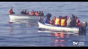 Interceptan una patera con 16 personas a bordo en aguas de Torrevieja