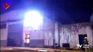Monumental incendio en un taller de calzado ubicado en el Polígono Industrial San Juan de Catral