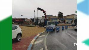 La rotura de una tubería provoca grandes retenciones en la carretera de la Zenia y N 332