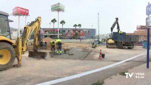 Continúan los trabajos de reparación de la rotonda de la Zenia